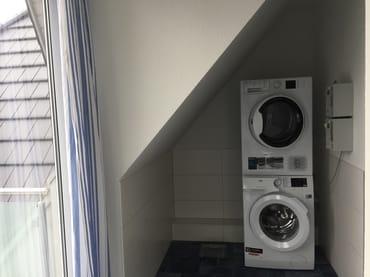 Waschmaschine und Trockner, gg Gebühr jeweils 6€, 1.OG
