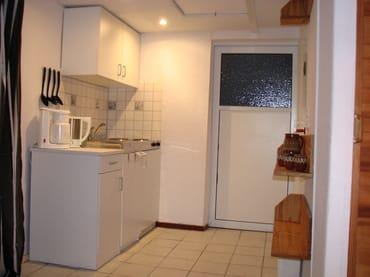 Eingang Laube Leo Lustig mit kleiner Küchenzeile