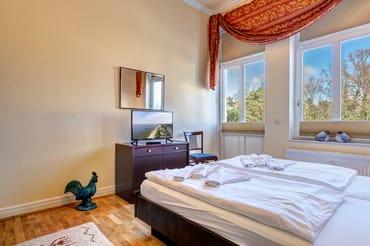 vom Schlafzimmer haben Sie Zugang zum Balkon