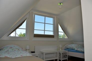 Dachgeschoss mit 2 Einzelbetten 90x200