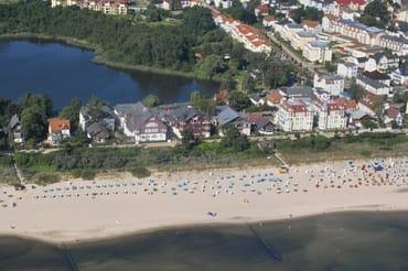 aus der Luft mit Strand und Schloonsee