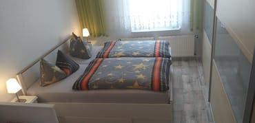 Ehebetten im Schlafzimmer