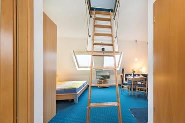 Bei Bedarf kann die Dachbodentreppe zum Spitzboden ausgeklappt werden.