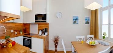 Backofen, Mikrowelle, Kühlschrank mit Gefrierfach, Toaster, Wasserkocher, Kaffeemaschine