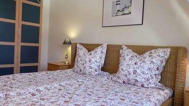 Schlafzimmer 1 / Rattan – Doppelbett