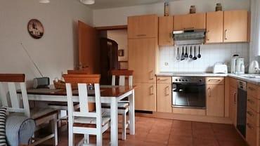 Die voll ausgestattete Einbauküche