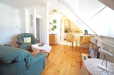 Wohnzimmer und Eingangsbereich