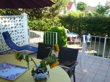 Terrasse mit Möblierung, Liegen - ein Platz zum Entspannen