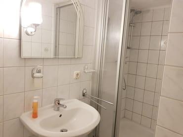 Bad im Hobbybereich mit Dusche
