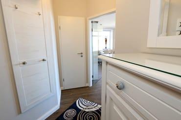 Garderobe mit viel Stauraum, praktischer Abstellraum für Gepäck und Vorräte