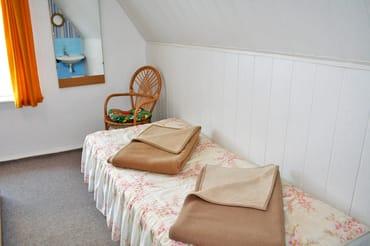 Einzelbett für eine dritte mitreisende Person im Schlafzimmer
