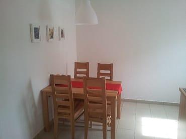 Sitzecke (5 Stuhl und Kinderhochstuhl nicht auf dem Bild)