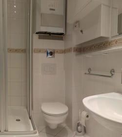 Bad mit Dusche + WC