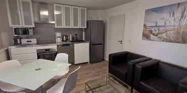 Wohnzimmer  mit moderner Küche