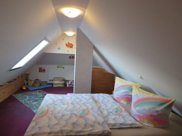 offene Schlafgalerie  inkl. Spielzeug/Babybett
