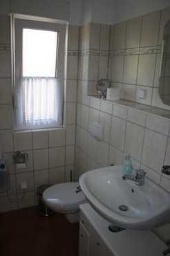 Bad // Toilette + Waschbecken
