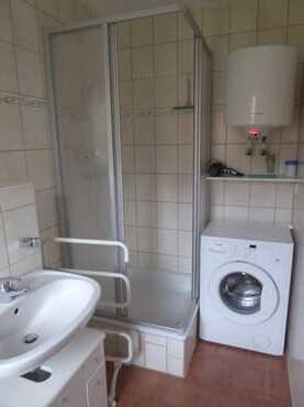 Bad // Dusche & Waschmaschine