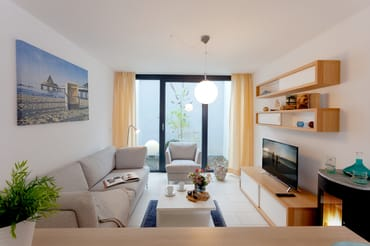Über zwei Etagen erstreckt sich die Wohnfläche von 75 Quadratmetern und lädt Dank dieser Großzügigkeit bis zu vier Personen und ein Kleinkind bis zu drei Jahren zur Urlaubszeit ein.