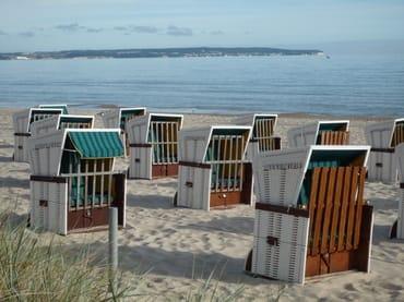 Der Strand von Binz im Sommer. Von Mai bis Oktober können Sie einen Strandkorb am Strand vorm Haus kostenfrei nutzen.