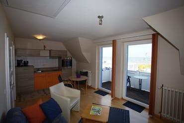 das Appartement 4 mit Essecke und Küchenzeile