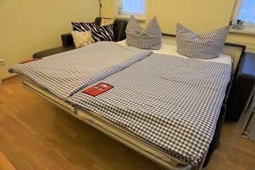 komfortable Schlafcouch im Wohnzimmer 1,60m breit