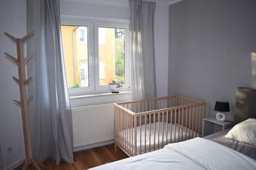 Babybett in Schlafzimmer 1