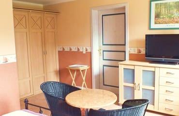 Apartment mit im Schrank integrierter Pantryküche