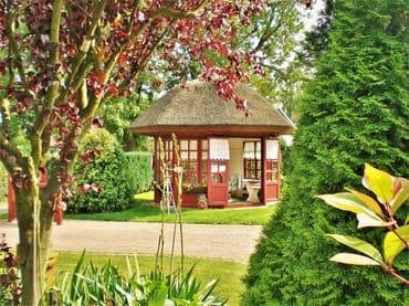 der Garten mit Pavillon