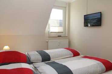 Schlafzimmer 1 mit TV
