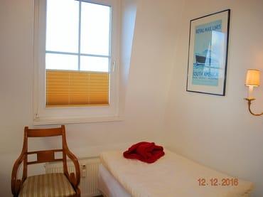 Blick auf das 2. Einzelbett im Schlafraum