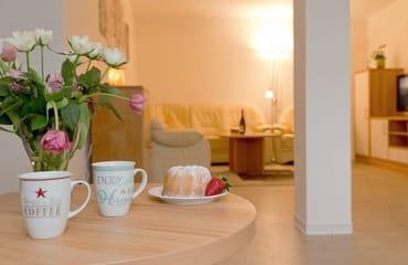 Im Gartengeschoss können Sie auf 60 Quadratmetern Ihre wohlverdiente Urlaubszeit mit bis zu vier Personen in vollen Zügen genießen.