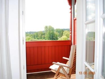 Blick zum Balkon mit Blick auf den Schloonsee