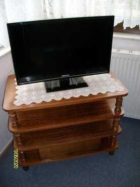 Fernseher mit Kommode