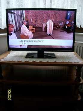 Ein Fernseher steht in der Veranda