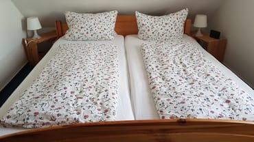 Schlafzimmer mit Doppelbett Ferienwohnung Rügen 3