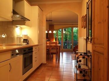 Küche - Blick zum Wohnzimmer