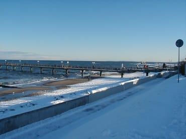 Seebrücke im Winter