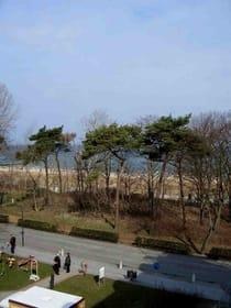 Blick vom Balkon. Aber auch im Sommer ist die Ostsee noch zu sehen.