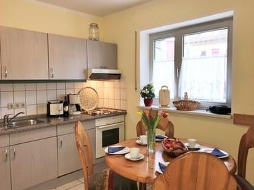 Küche mit separatem Esstisch
