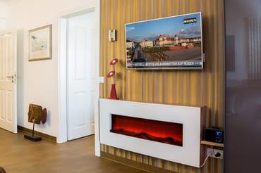 Flat TV und Elektrokamin