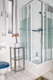 Bad - Dusche und Toalette