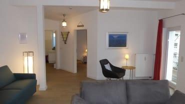 FW2, Wohnraum , Zugang Bad - Schlafzimmer und Balkon
