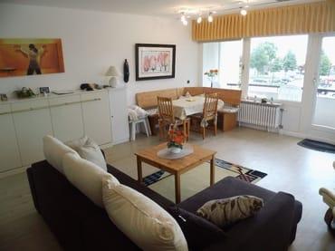 Wohnzimmer, Essecke mit Seeblick