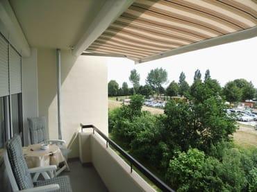 Süd-Balkon mit Markise, funkgesteuert