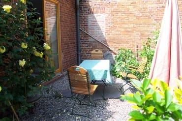 Sitzplatz mit Blick zum Wohnküchenfenster
