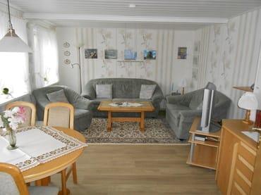 Wohnzimmer mit Esstisch, Flachbildschirm, Wlan