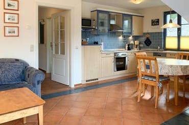Die Küche ist komplett ausgestattet incl. Mikrowelle...