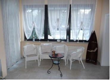 Erker im Wohnzimmer mit Terrassenzugang