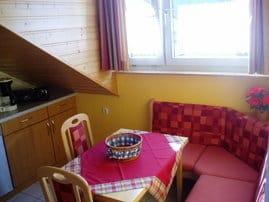 gemütliche Küche mit Sitzecke