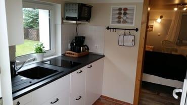 Einbauküche mit Cerankochfeld, Kühlschrank, Minibackofen